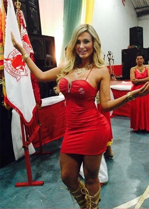 23.nov.2013 - Andressa Urach, rainha da bateria da escola paulistana Leandro de Itaquera