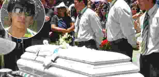 Limbert Beltrán no enterro do filho Kevin, em destaque - Jorge Abrego/EFE / Reprodução/Facebook / Montagem BOL - Jorge Abrego/EFE / Reprodução/Facebook / Montagem BOL