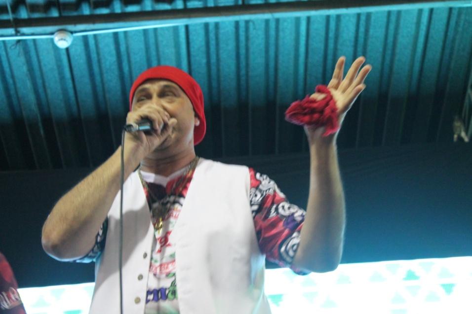 7.dez.2013 - O sambista Royce do Cavaco de apresentou com a X-9 Paulistana