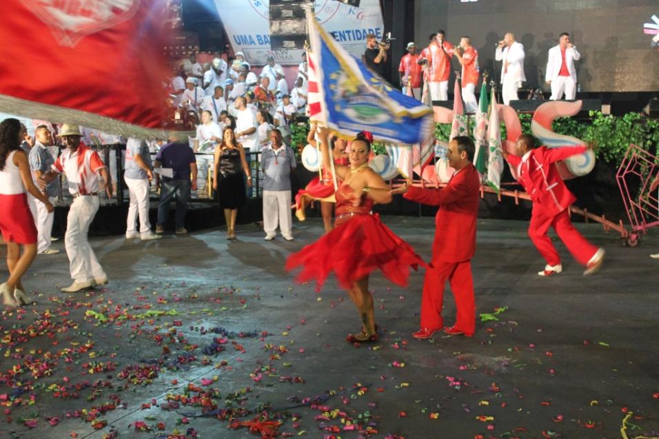 7.dez.2013 - Integrantes da escola Colorado do Brás se apresentam na quadra da Rosas de Ouro