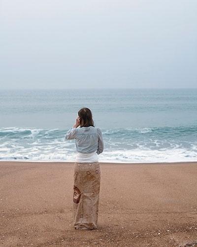 Onde começa a moça, onde termina a praia?
