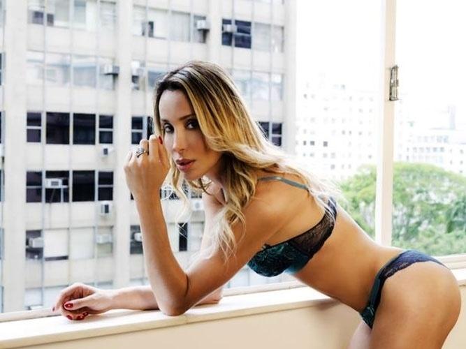 29.jan.14 - A modelo transgênero Carol Marra revela que está guardando dinheiro para poder fazer cirurgia de readequação sexual. A gata, que recentemente lançou sua própria marca de lingeries, diz que a parte financeira é a única barreira até o momento.