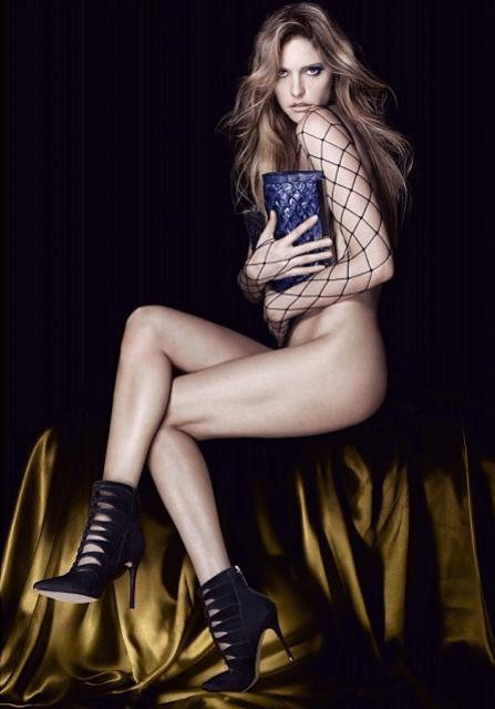 8.fev.2014 - Fernanda Lima tirou a roupa para estampar a coleção de inverno da marca de sapatos Arezzo. Para divulgar o ensaio quente, a Musa da Copa deu entrevista nesta semana dizendo que já fez sexo de salto alto. 'O encaixe é melhor', explicou ela.