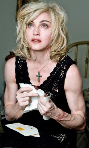 25.fev.2014 - Madonna aparece em imagens sem aquela ajudinha do Photoshop. As fotos foram feitas pelo fotógrafo Steven Klein, há cerca de quatro anos, e, de acordo com a revista Quem, foi o próprio Klein quem liberou as fotos sem retoques. Os registros são originais, feitos em 2010, quando a cantora estava com 51 anos. As imagens foram usadas em uma campanha da marca Dolce & Gabanna