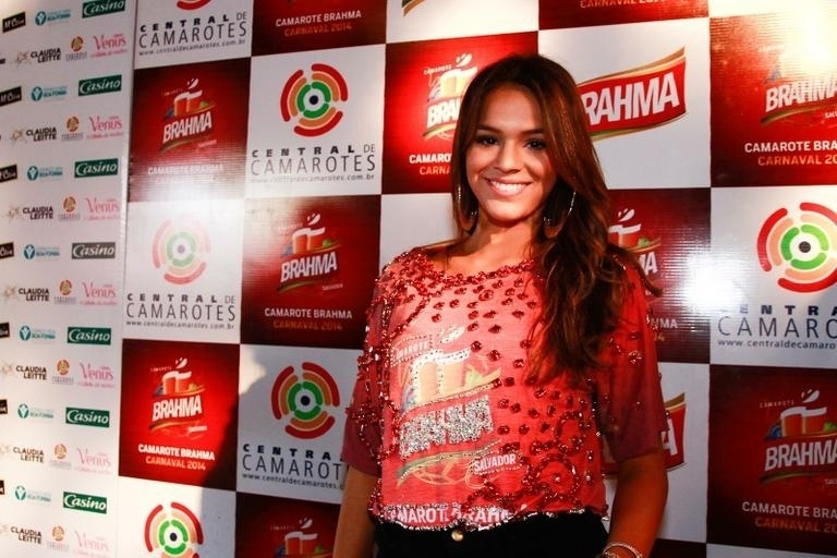 Haja pique! Após curtir camarote no Rio, Bruna Marquezine chega a Salvador