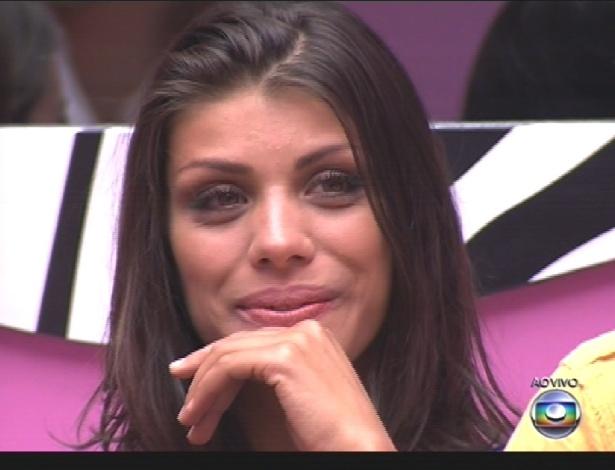 4.mar.2014 - Franciele conversa com Bial no início do programa desta terça-feira