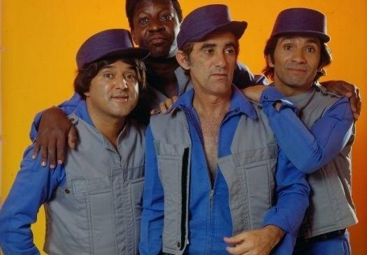 """1970 - """"Os Trapalhões"""" Zacarias, Mussum, Didi e Dedé vestidos na paródia do seriado americano S.W.A.T., apresentada no final dos anos"""