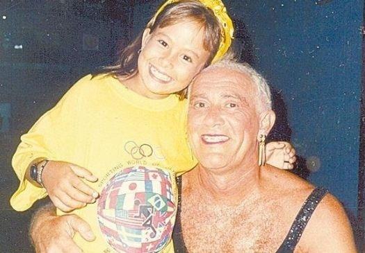 """1980 - Maria Eduarda Esteves, a Duda Little, participa de """"Os Trapalhões"""" ao lado do humorista Renato Aragão"""