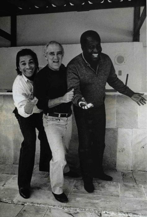 """1990: Os humoristas Dedé Santana, Renato Aragão (Didi) e Mussum, """"Os Trapalhões"""", posam para foto em"""