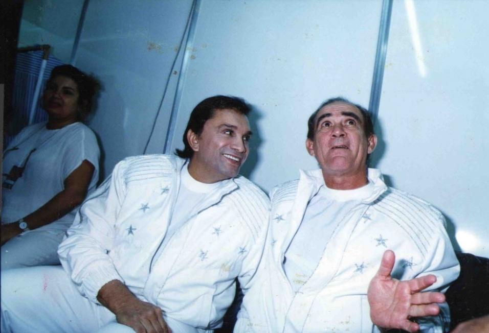 1994 - Os comediantes Didi (à dir.) e Dedé Santana no ginásio do Ibirapuera para a gravação programa especial Criança Esperança