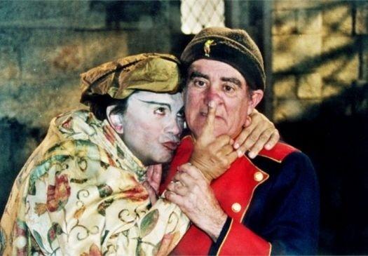 """1998 - Dedé Santana (à esq.) e Renato Aragão, em cena do filme """"Simão, o Fantasma Trapalhão"""", de Paulo Aragão Neto"""