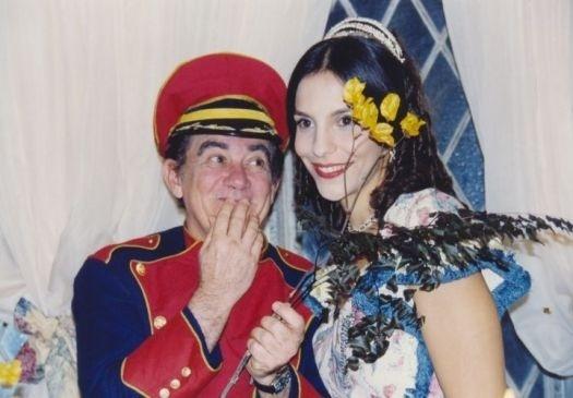 """1998 - Renato Aragão contracena com Ivete Sangalo no filme """"Simão, o Fantasma Trapalhão"""""""