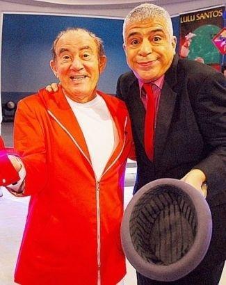 """2010 - Renato Aragão e Lulu Santos durante as gravações o programa especial """"Aventuras do Didi"""", da Rede Globo"""