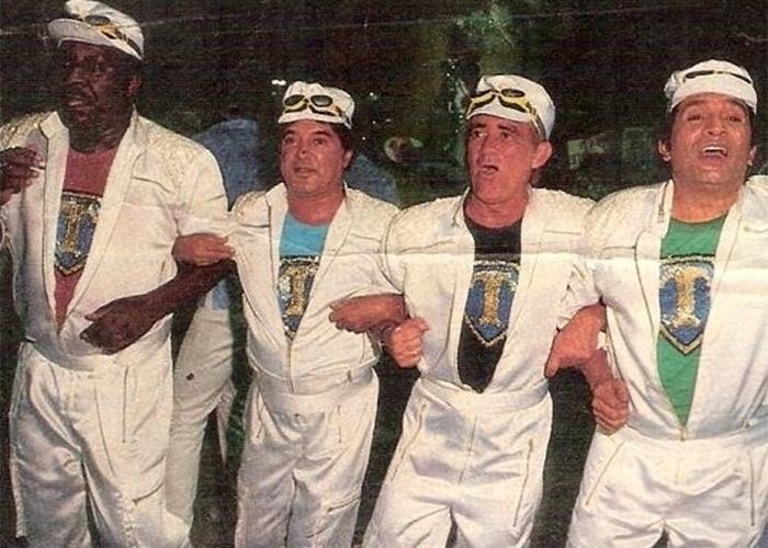 """1988 - Mussum, Dedé, Didi e Zacarias desfilam na """"Unidos da Cabuçu"""". A agremiação foi um dos destaques na Avenida do Carnaval do Rio de Janeiro na época"""