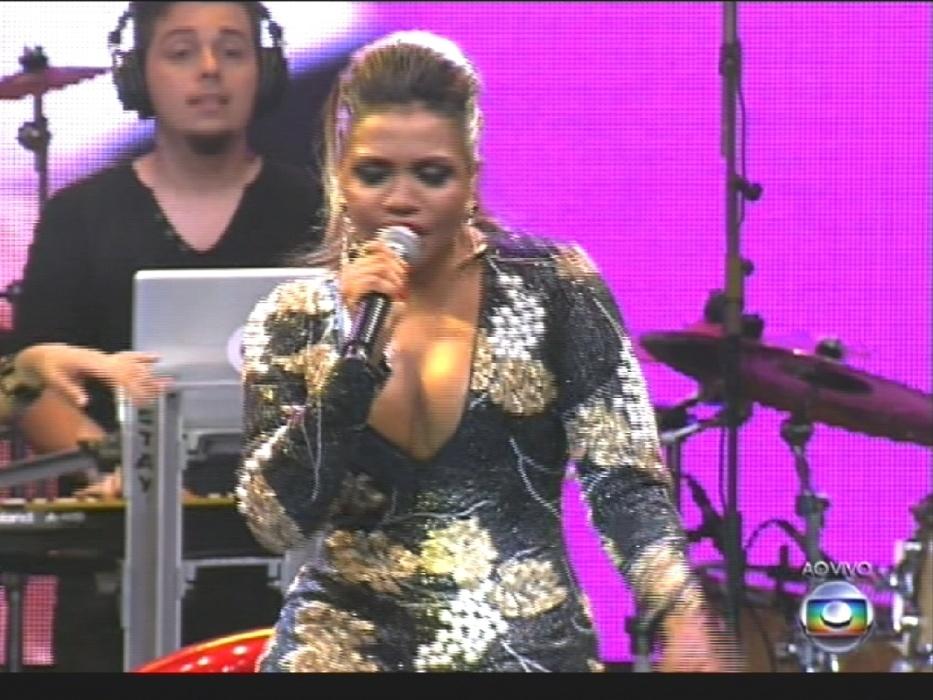 """1º.abr.2014 - Gaby Amarantos canta seu sucesso """"Ex Mai Love"""" em show na grande final do """"BBB14"""""""