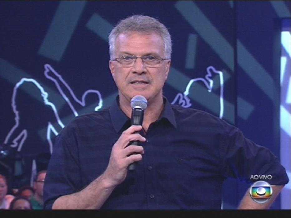 """1º.abr.2014 - Pedro Bial anuncia que a votação para eleger a grande campeã do """"BBB14"""" se encerrará em breve"""