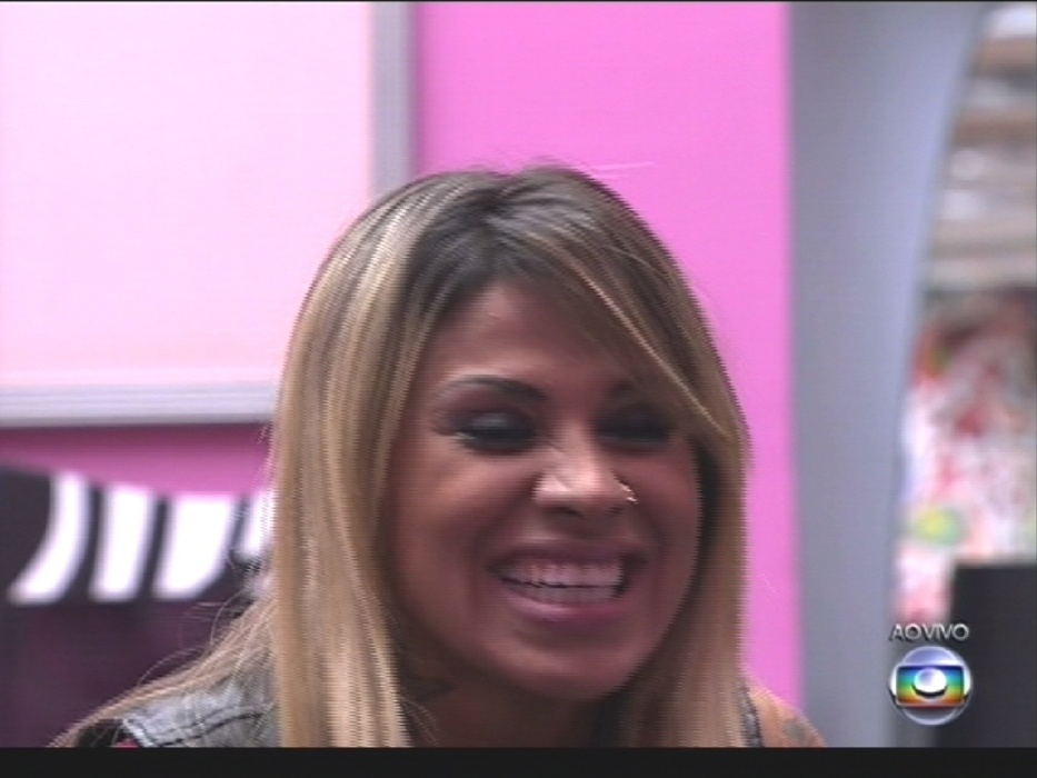 1º.abr.2014 - Pedro Bial convida as sisters finalistas para ver quem veio torcer por elas