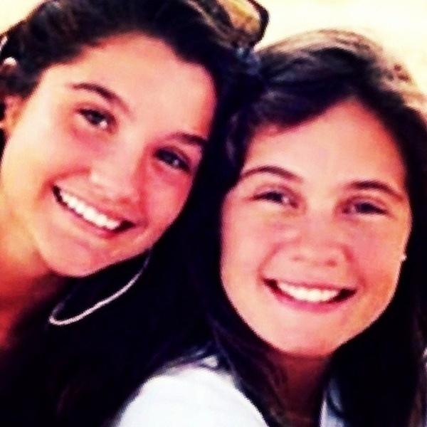 """1º.abr.2014 - Flávia Alessandra (esq.) relembrou momento do passado ao lado de Adriana Esteves. A foto é de 1989, quando as atrizes atuaram em """"Top Model"""". """"Direto do túnel do tempo... Com 14 aninhos, com a #DriEsteves #TopModel #instaflavia"""", escreveu a atriz em seu perfil no Instagram"""
