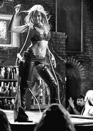 """Jessica Alba em cena do filme """"Sin City - A Cidade do Pecado"""" (2005)"""
