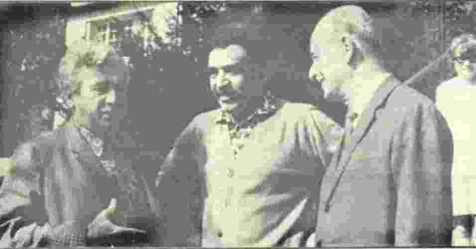 Em foto sem data, Gabriel García Márquez (centro) posa com os escritores brasileiros Jorge Amado (1912-2001), à direita, e Adonias Filho (1915-1990) - Reprodução