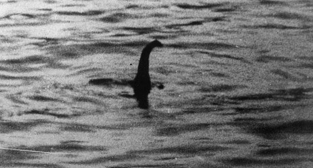 Para quem acredita no monstro do Lago Ness, essa foto tirada em 1934 pelo Dr Kenneth Wilson é uma das maiores evidências de que a lenda é real.