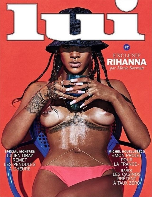 29.abr.2014 - Depois de sensualizar em um ensaio especial para a revista Vogue Brasil, a cantora Rihanna ousou ainda mais e estampou a capa da revista francesa Lui de topless, exibindo os piercings nos mamilos. A imagem foi divulgada pela própria gata em sua conta no Instagram, mas apagada alguns minutos depois