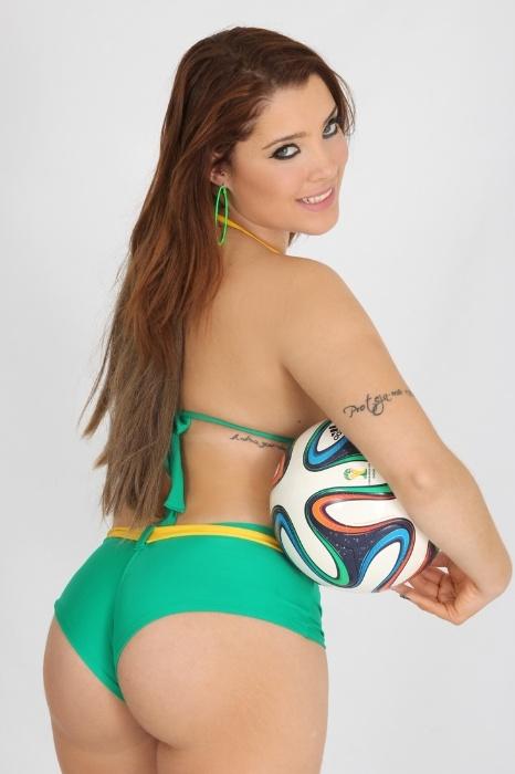 29.mai.2014 - Milena Lopes é a única ruiva do concurso Musas da Torcida da Copa do Mundo. A jovem de 22 anos mora em Sorocaba, no interior de São Paulo, e trabalha como radialista.