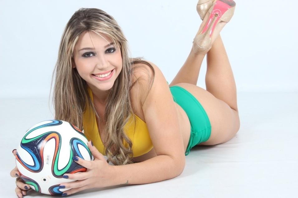 3.jun.2014 - A corretora de imóveis, Anna Cristina, 21, é uma das participantes do Concurso Musa das Torcidas da Copa do Mundo e espera representar bem o seu estado, Rondônia, no Mundial