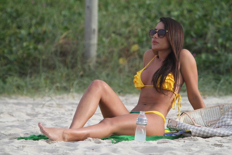 8.jun.2014 - A modelo Patrícia Jordane, ex-affair do jogador Neymar, aproveitou o domingo de sol para curtir a praia da Barra da Tijuca, no Rio de Janeiro