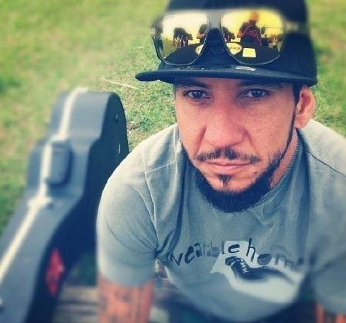 10.jun.2014 - Rodolfo Abrantes, ex-vocalista do Raimundos, afirmou em entrevista à revista Trip que se arrepende 100% de suas letras que fizeram sucesso no rock brasileiro.