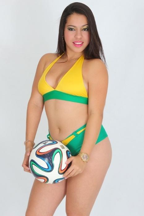 Candidata do Musa das Torcidas da Copa do Mundo, Érica Aguiar posa para ensaio sensual para comemorar a vitória do Brasil