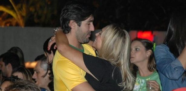 Susana Vieira e Sandro Pedroso não estão mais juntos. O casal se reaproximou durante jogo do Brasil e Camarões na Copa