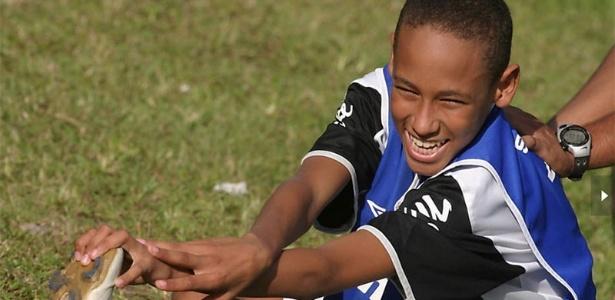 Atacante Neymar aos 14 anos quando era jogador do sub 15 do Santos
