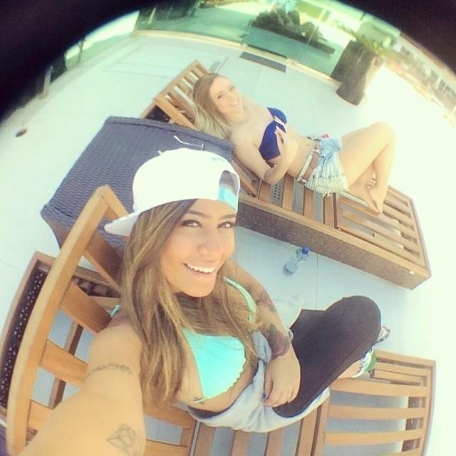 16.jul.2014 - Com o final da Copa do Mundo, Rafaella Santos, irmã de Neymar, voltou a viajar. Nesta semana, a modelo mostrou através de fotos no Instagram que está curtindo Balneário Camboriú, em Santa Catarina, ao lado de amigas