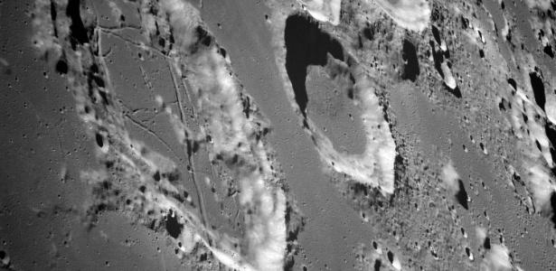 Terreno da Lua é recheado de crateras, como pode ser visto nesta imagem de 1968