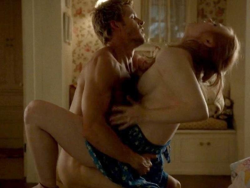 """22.jul.2014 - A série """"True Blood"""" é repleta de cenas quentes, uma delas foi protagonizada pela atriz Deborah Ann Woll, que interpreta a vampira Jessica Hamby"""