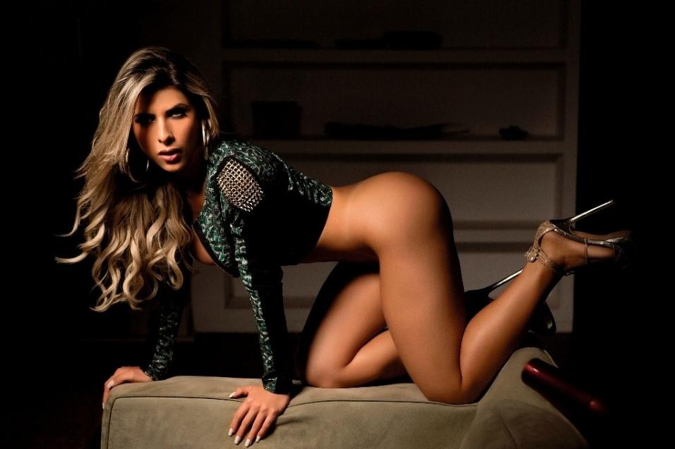 22.jul.2014 - Pela primeira vez nua, Ana Paula Minerato faz ensaio quente para a revista Sexy