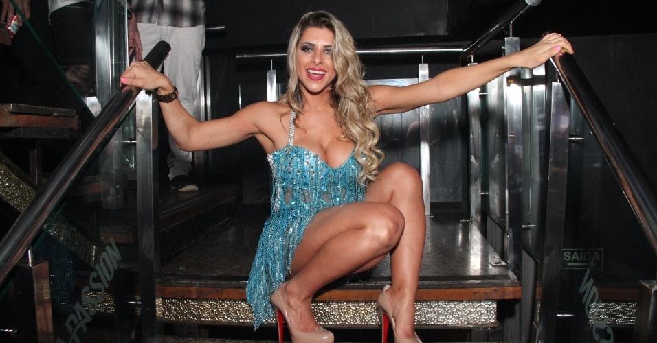 2.ago.2014 - Ana Paula Minerato curte festa da revista Sexy na boate La Passion, no Rio de Janeiro. Durante o evento, a bela foi traída pelo vestido, distribuiu autógrafos, tirou fotos e até beijou fã