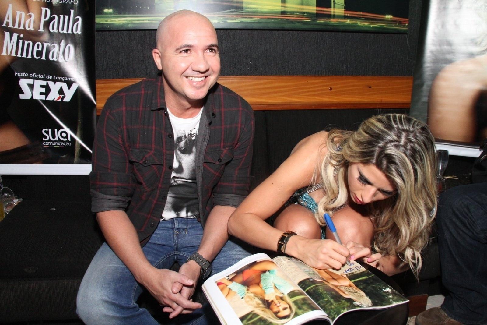 2.ago.2014  - Ana Paula Minerato distribuiu autógrafos na boate La Passion, no centro do Rio de Janeiro. Em entrevista ao Ego, a musa disse estar satisfeita com o trabalho sensual para a publicação: