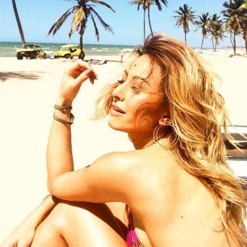 """8.ago.2014 - Sabrina Sato ganhou muitos elogios após postar esta foto sexy em que aparece de biquíni em uma praia de Fortaleza, no Ceará. """"É maravilhosa demais"""", """"Minha deusa"""", escreveram alguns dos fãs nos comentários da imagem no Instagram"""