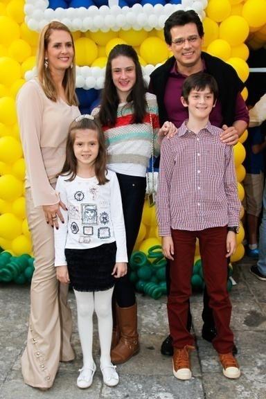 10.ago.2014 - Celso Portioli e a família no aniversário de 3 anos de Arthur, filho de Eliana e João Marcelo Bôscoli