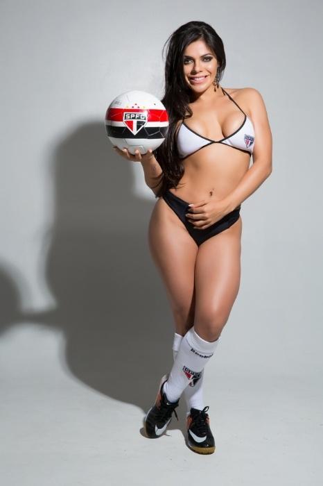 12.ago.2014 - Considerada sósia da modelo Daniella Cicarelli, a Musa Tricolor Suzy Cortez fez um ensaio sensual para comemorar a volta do ídolo Kaká e a vitória do São Paulo no Morumbi