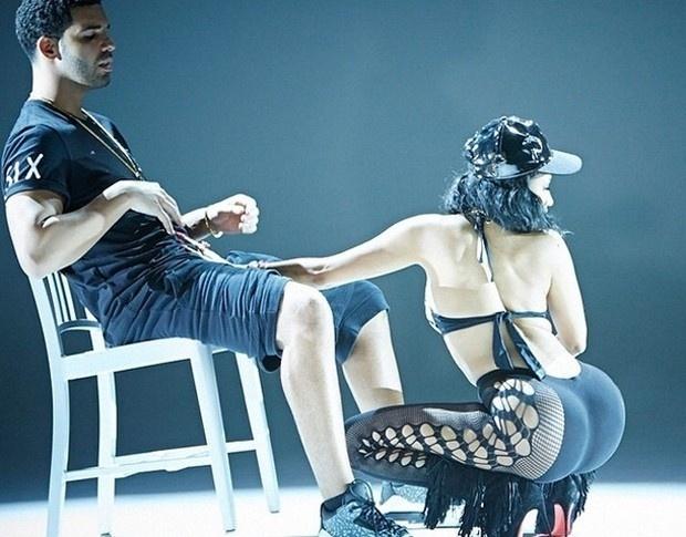 """20.ago.2014 - No clipe de """"Anaconda"""",   Nicki Minaj protagoniza cenas sensuais junto com o cantor canadense e ex-namorado Drake."""