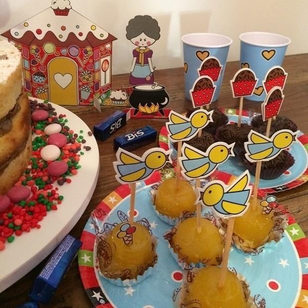 23.ago.2014 - Nívea Stelmann organizou uma festinha para festejar os cinco meses sua filha, Bruna. A atriz postou imagens da comemoração no Instagram. Na foto, bolos e doces