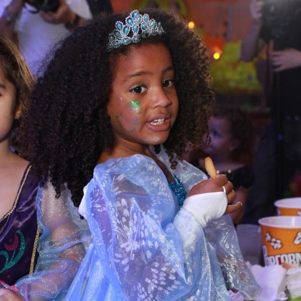 25.ago.2014 - Sofia divertiu-se à beça em sua festa de aniversário