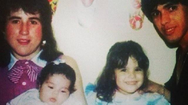 Foto do passado mostra Zilu com o ex-marido, o cantor sertanejo Zezé Di Camargo, com as filhas Wanessa (dir.) e Camilla Camargo