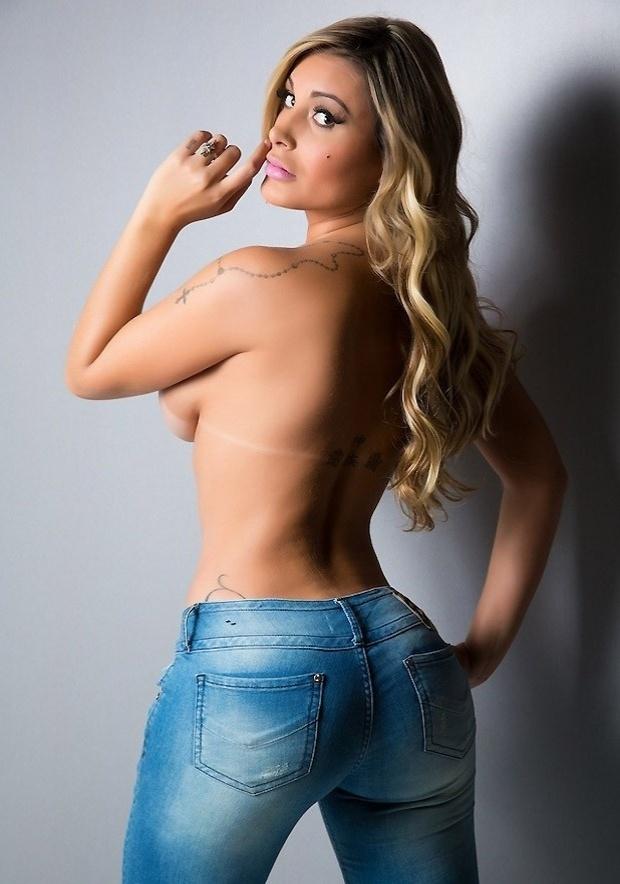 """7.set.2014 - Recentemente, Andressa Urach divulgou em seu perfil no Instagram fotos em que aparece fazendo topless. As imagens são para divulgar a votação da revista Vip das """"Mulheres Mais Sexy do Mundo"""". Na rede social, Urach pediu o voto de seus fãs"""
