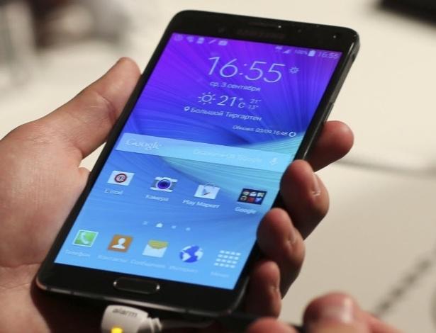 3.set.2014 - O Galaxy Note 4, destaque na IFA 2014, feira de eletrônicos mais importante da Europa, que acontece entre os dias 5 e 10 em Berlim (Alemanha), tem tela de 5,7 polegadas com resolução de 2560 x 1600