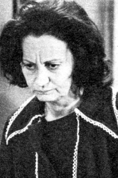 """1975 - Em """"Ídolo de Pano"""", Laura Cardoso deu vida à sofrida Maria Amélia, uma enfermeira que dá o filho Jean (Dennis Carvalho) para uma família rica criar. Adulto, ele rejeita a mãe"""
