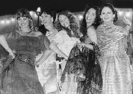 """1996 - Laura Cardoso viveu a cigana Soraya em """"Explode Coração"""". """"Eu fiquei tão feliz, porque fiz a primeira novela do Projac"""", disse a atriz ao site Memória Globo"""